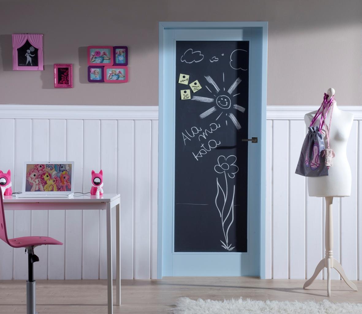 Дверь в детскую комнату